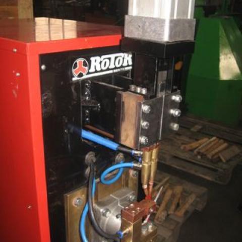 Specijalna mašina za zavarivanje redne stezaljke